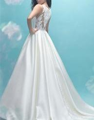 Allure Bridals ' 9473' size 10 used wedding dress side view on model