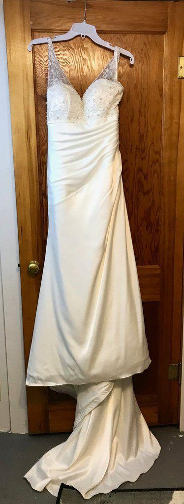 7dc90bc4ee6 Venus  8062  size 8 used wedding dress - Nearly Newlywed