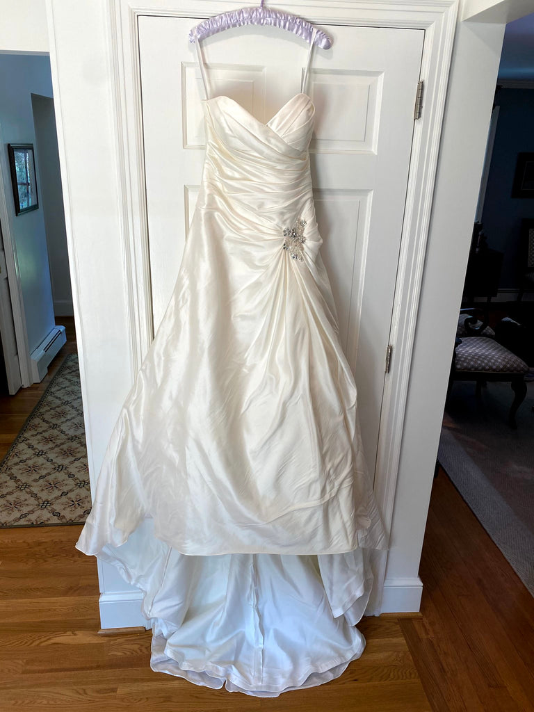 Symphony of Venus 'VW8601' wedding dress size-12 PREOWNED