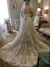 Load image into Gallery viewer, Essense of Australia 'D2698' wedding dress size-10 NEW