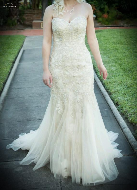 f0ef220aee Stella York '5986 Vintage Lace' size 2 used wedding dress front view ...
