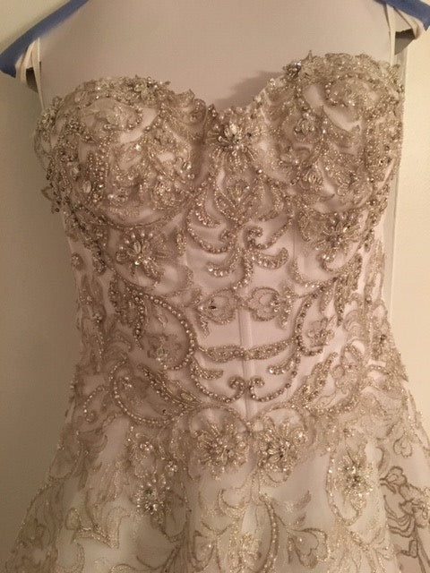 Alfred Angelo 'Formal' size 6 used wedding dress front view close up