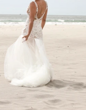 Load image into Gallery viewer, Liz Martinez 'Lucia' size 8 used wedding dress back view on bride