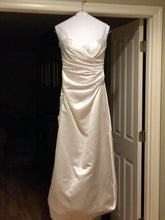 Load image into Gallery viewer, Vera Wang 'VWG-2G155' size 4 used wedding dress front view on hanger