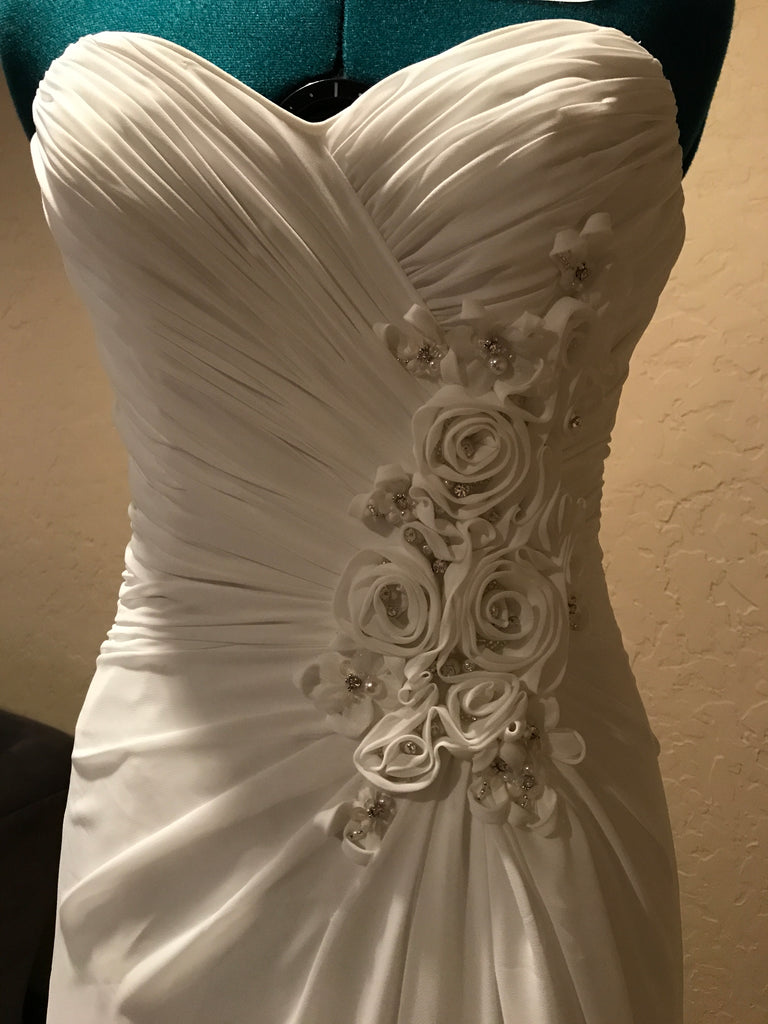 Maggie Sottero 'Zabrina' size 8 new wedding dress front view close up