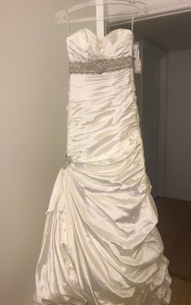 Sottero and Midgley 'JSM1307' size 6  new wedding dress front view on hanger