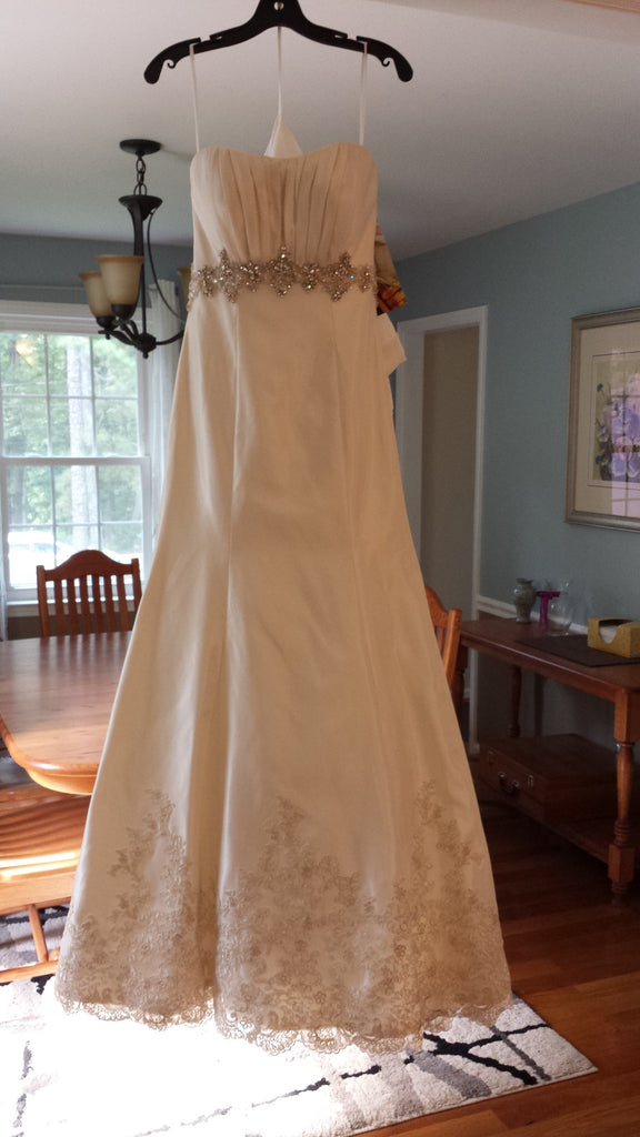 Allure '8605' - Allure - Nearly Newlywed Bridal Boutique - 1