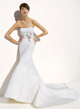 Load image into Gallery viewer, Amsale 'Nicole' Trumpet Wedding Dress - Amsale - Nearly Newlywed Bridal Boutique - 1