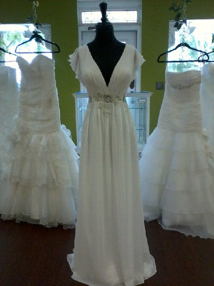 Anaiss 'Modern' size 8 new wedding dress front view on mannequin
