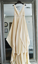 Load image into Gallery viewer, Carol Hannah 'Azurite' - CAROL HANNAH - Nearly Newlywed Bridal Boutique - 2