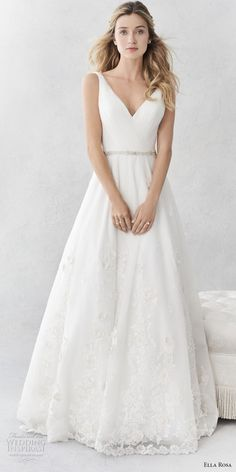 968a38b8fd46 Vera Wang White  Pleated V Neck  size 10 used wedding dress front view on