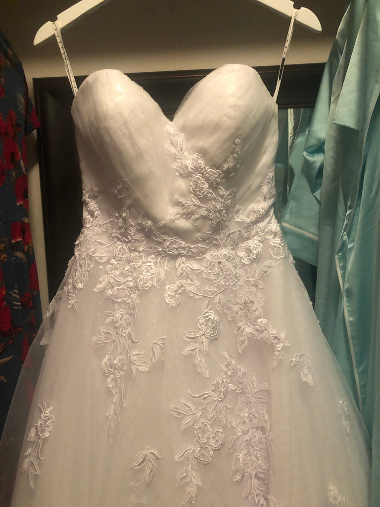 Mia Solano 'Phoenix' size 4 used wedding dress front view close up