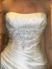 Anjolique Bridal '1010' size 8 new wedding dress front view close up