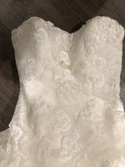 Pronovias 'Barroco' size 8 used wedding dress front view close up