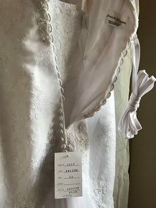 Kenneth Winston '1518' size 12 new wedding dress back view on hanger