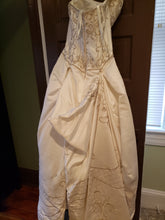 Load image into Gallery viewer, P2 '39' size 10 used wedding dress back view on hanger