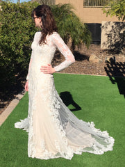Mia Solano 'Lizbeth' size 4 new wedding dress side view on bride