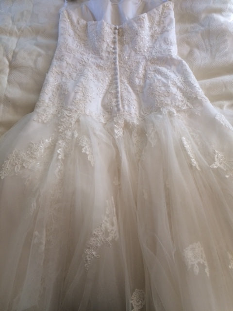 Oleg Cassini 'Sweetheart Strapless Lace' size 12 new wedding dress back view flat