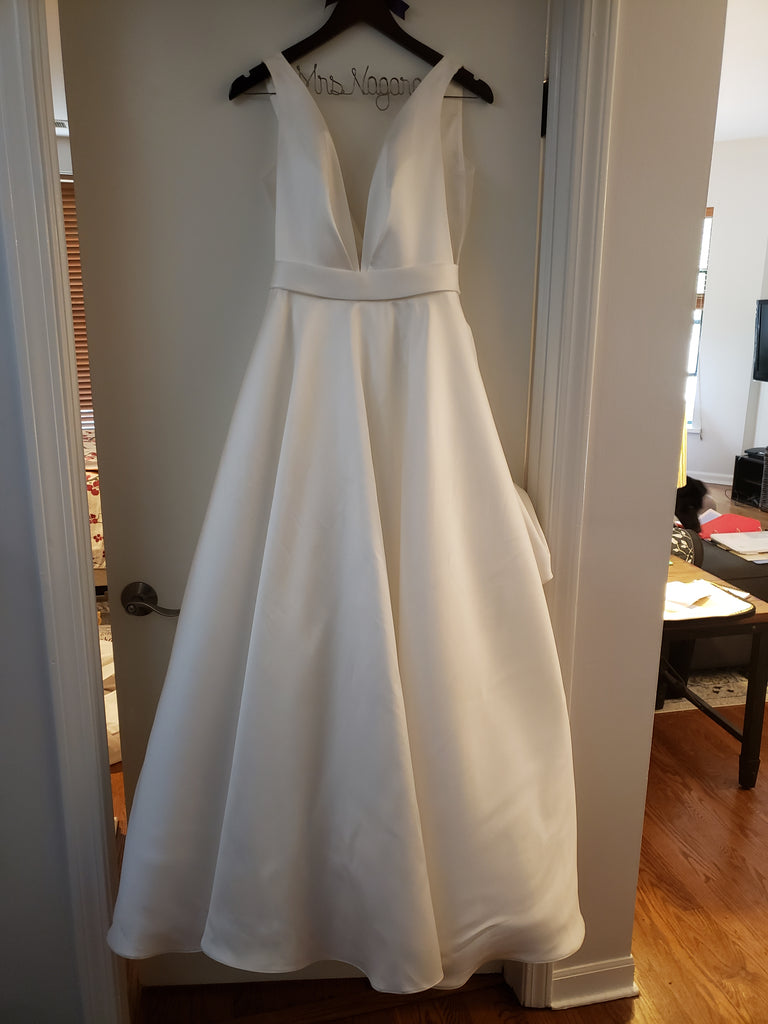 EGO 'E0644' size 4 used wedding dress front view