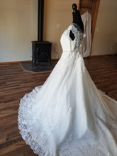 Load image into Gallery viewer, Maggie Sottero 'Ballgown Princess' size 22 new wedding dress side view on mannequin
