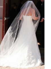 Monique Lhuillier 'Bliss' - Monique Lhuillier - Nearly Newlywed Bridal Boutique - 3