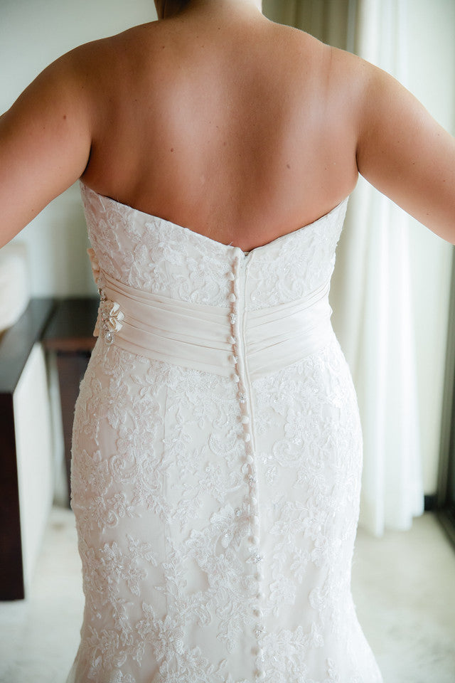 Allure '8917' size 16 used wedding dress back view on bride