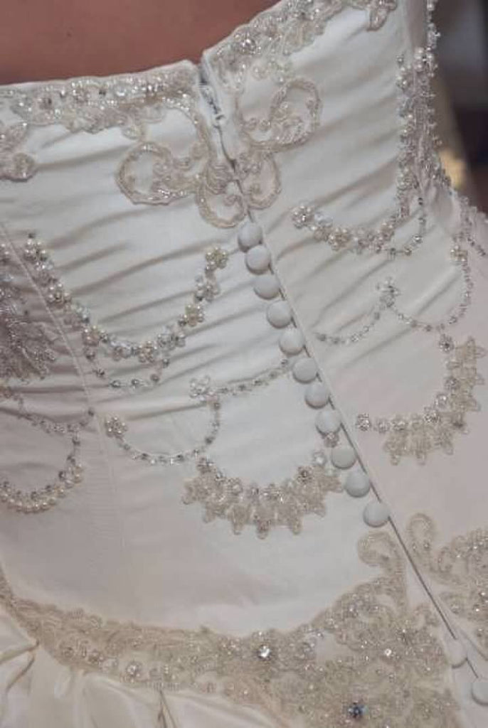 Kenneth Pool 'Crumb Catcher' size 6 used wedding dress back view close up