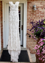 Load image into Gallery viewer, Stephen Yearick 'Custom' size 6 used wedding dress front view on hanger
