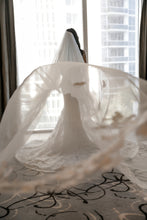 Load image into Gallery viewer, Ines Di Santo ' Hayden' wedding dress size-04 PREOWNED
