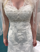 Load image into Gallery viewer, David's Bridal 'Cap Sleeve' size 2 new wedding dress front view close up on bride