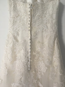 Enzoani 'Blue' size 4 used wedding dress back view on hanger