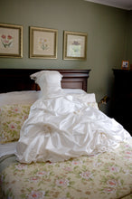 Load image into Gallery viewer, Richard Glasgow 'Meghann' size 4 used wedding dress front view on hanger