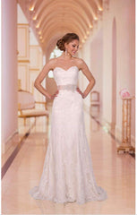 Stella York 'ST5939918' size 12 new wedding dress front view on model