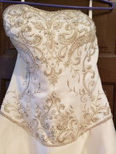Load image into Gallery viewer, P2 '39' size 10 used wedding dress front view close up