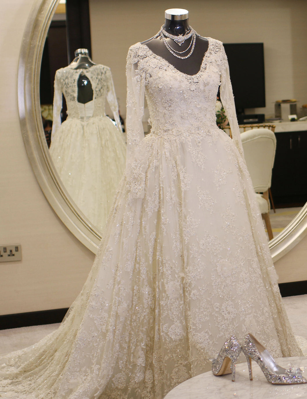Zuhair Murad 'Custom' size 4 used wedding dress front view on mannequin