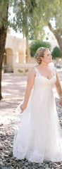 Pronovias 'Petunia' size 12 used wedding dress front view on bride