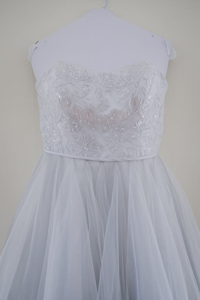 David's Bridal 'Tea Length' size 10 used wedding dress close up on front