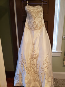 P2 '39' size 10 used wedding dress front view on hanger