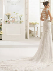 Aire Barcelona 'Caiman' size 4 used wedding dress side view on model