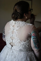 Rebecca Ingram 'Olivia' size 24 used wedding dress back view on bride