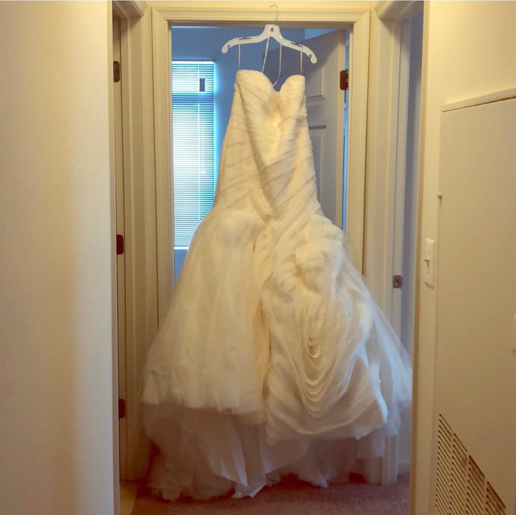 Vera Wang White 'Bias Tier Trumpet' size 14 new wedding dress front view on hanger