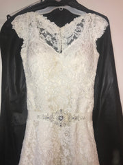 Essense of Australia 'Stella York' size 2 used wedding dress front view close up