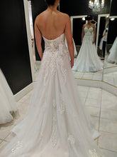 Load image into Gallery viewer, Jana Ann Couture 'Custom' size 0 used wedding dress back view on bride
