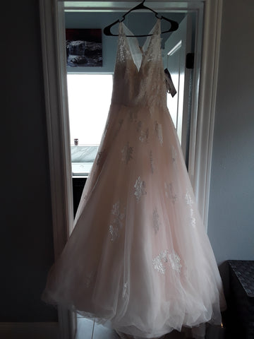 Alfred Angelo 'Romantic'