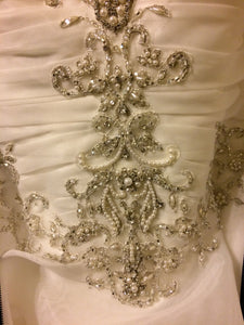Justin Alexander '8486' size 8 new wedding dress front view close up