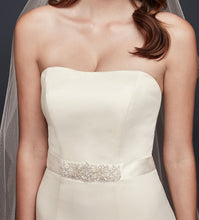 Load image into Gallery viewer, David's Bridal 'WG9871' size 10 new wedding dress front view close up