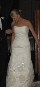 Vera Wang '99259' size 8 used wedding dress front view on bride
