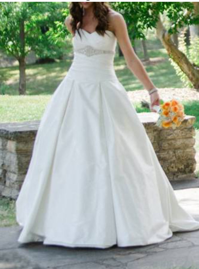 Paloma Blanca '4203' size 8 used wedding dress front view on bride
