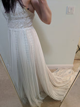 Load image into Gallery viewer, Pronovias 'Diana' size 8 new wedding dress front view on bride