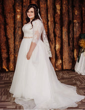 Load image into Gallery viewer, Oleg Cassini '8CWG731' wedding dress size-18 PREOWNED